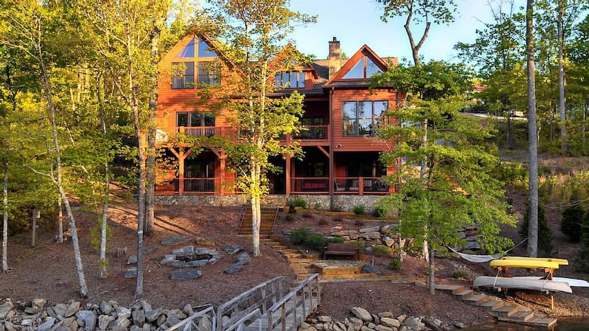 Lakefront Retreat at Lake James! 5BD/5BA,Pont Boat - Nebo - Hus