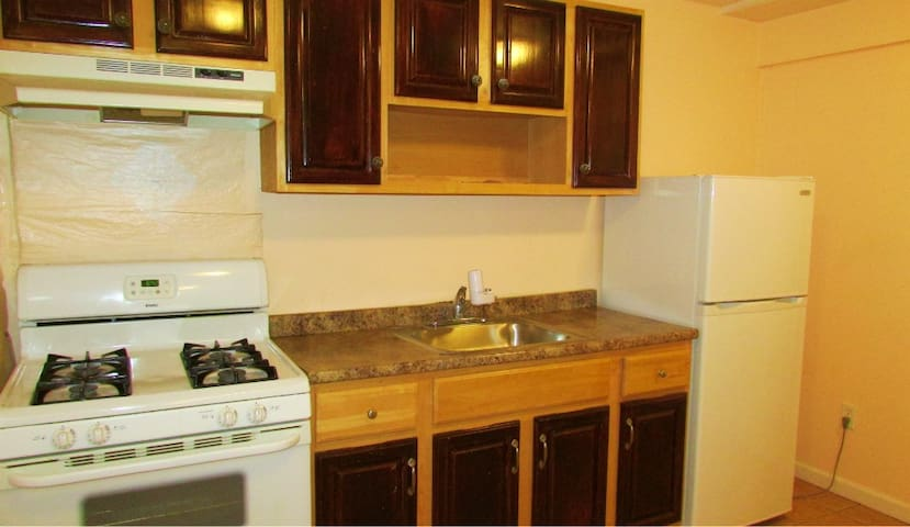 Beautiful One Bedroom Apartment with Outdoor Yard - Kearny - Apartament