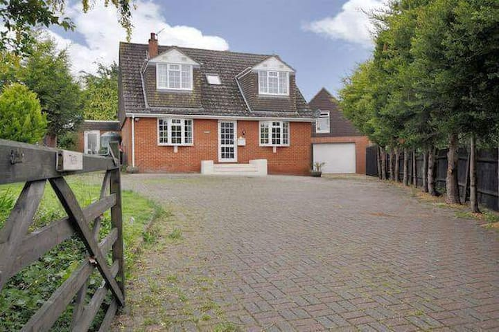 Detached 4 Bed lovely prop. Pets Horses welcome - Grateley