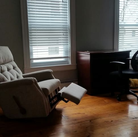 Upstairs room in Lovely Old Cape - Worcester - Hus