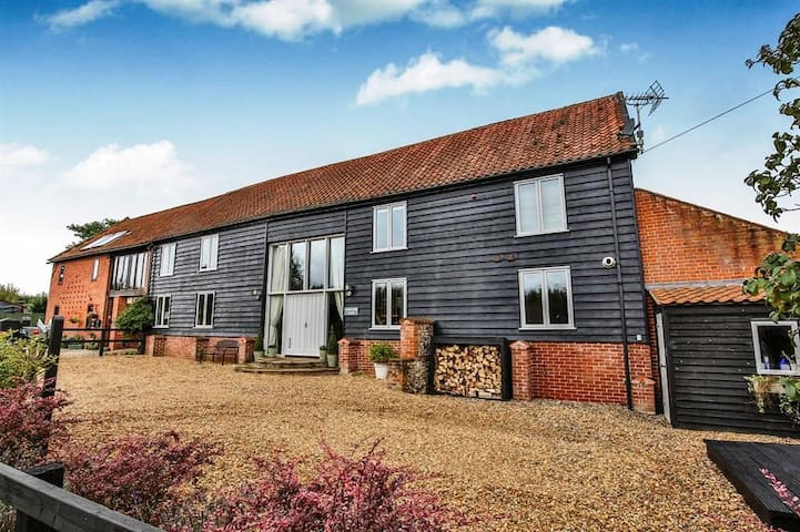 Stunning barn conversion in central Norfolk - Beetley - Huis