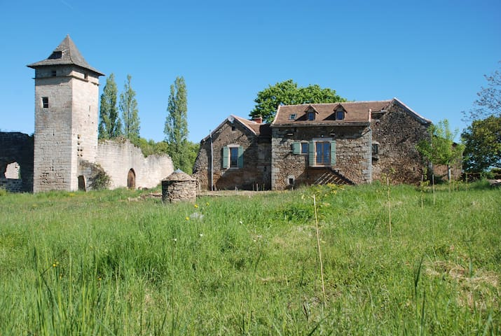 Newly renovated gite with pool next to a castle - Hus