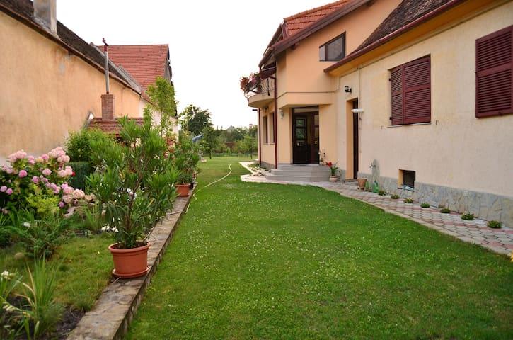 Big Green Garden - Râșnov - Konukevi