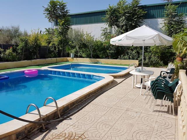 Chalet con piscina - Dolores - Bungalov