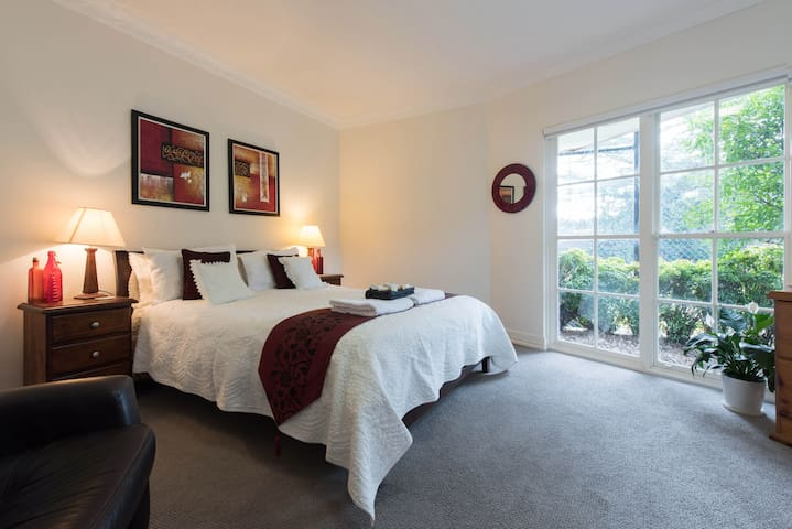 Specials for Luxury Room with lounge, ensuite - Saint Ives - Huis