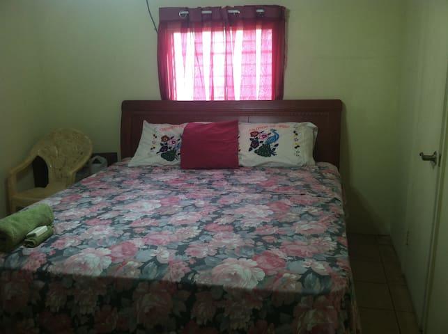 rent a private room in a house - Belmopan - Talo