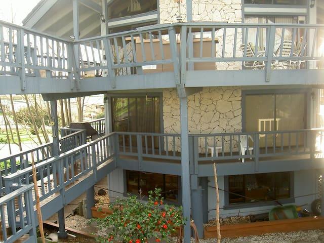 Tranquil waterfront home sleeps 6 - Bethel Island - Huis