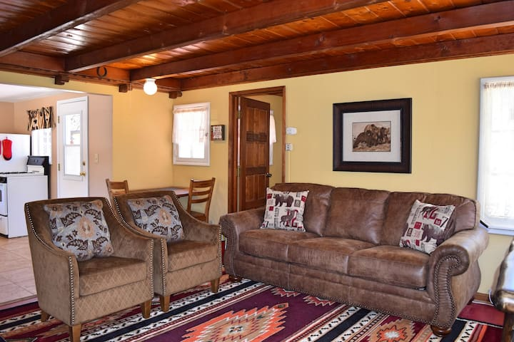Goldilocks Cottage: Hot Tub! Close to the Village! - Lac Big Bear - Maison