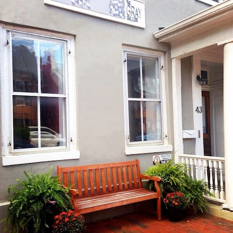 Historic 2 Story Apt in Old Town - Winchester - Apartment