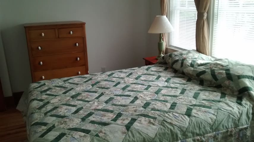 Spacious 2-bedroom apartment on Penobscot River - Orono