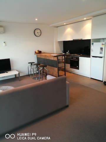 Boutique Accommodation Close to CBD - Glen Iris - Apartmen