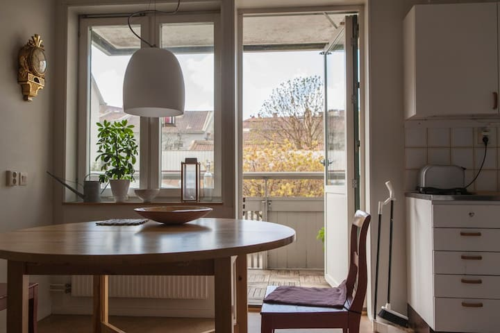 Room central in the old part of the city Haga. - Gothenburg - Leilighet