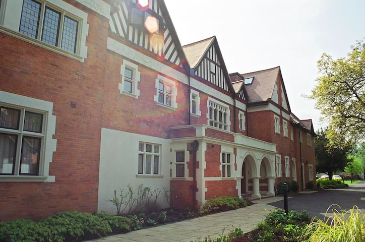 1 bed apartment, gated complex on River Thames - Wraysbury - Apartamento