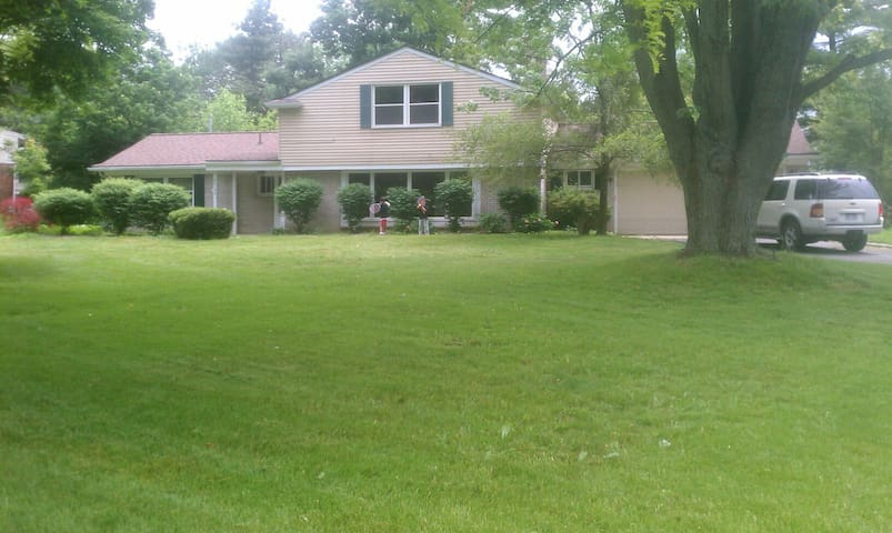 Private suite available - Northville - Hus