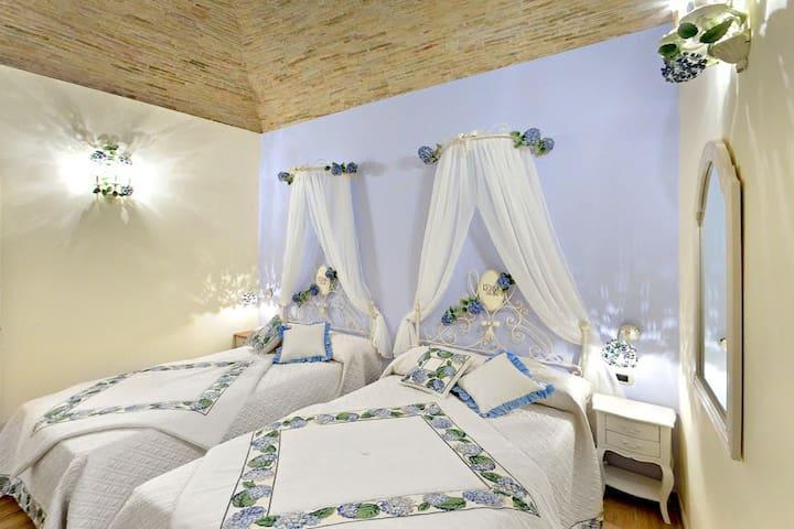 La Maison Rosastella B&B in centro - Lucera - Aamiaismajoitus
