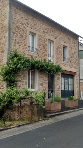 Appartement indépendant T2 bis - Neuvic - Daire