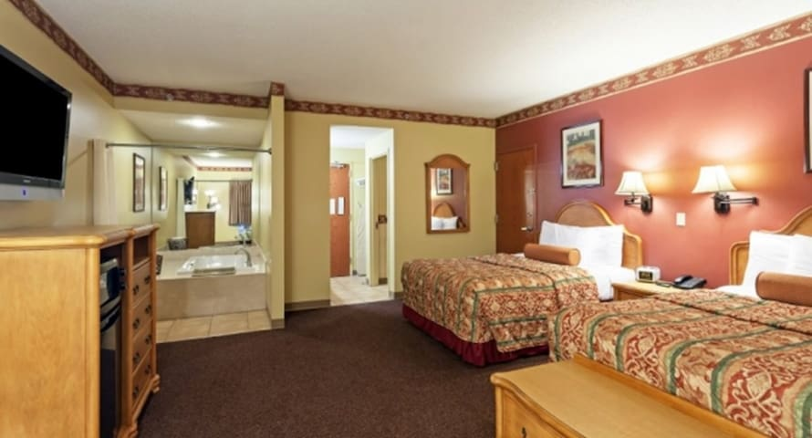Family Owned Hotel, 2 Queen Suite @ Country Hearth - Edwardsville - Inny
