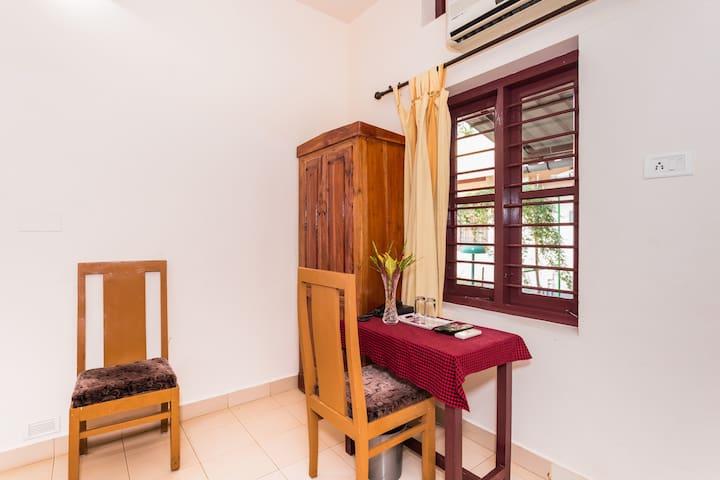 Standard Ac Room In Kumarakom Kerala For 2 Persons - Kumarakom - Oda + Kahvaltı