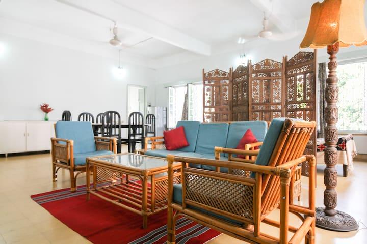 ROMABAI'S VINTAGE HOME Large & Airy - Kolkata - Departamento