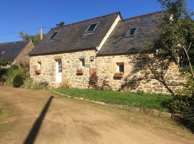 Maisonnette de charme au bord du Leguer - Ploubezre - Casa