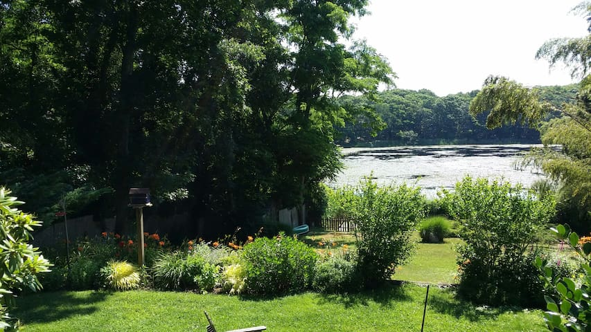 Lily Pad ~ The Prettiest Cottage on Lily Pond - Sag Harbor - Rumah