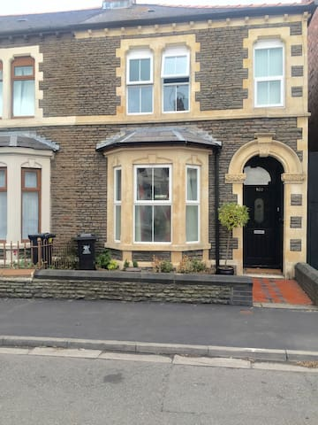 Cosy yet spacious house in the city - Cardiff - House