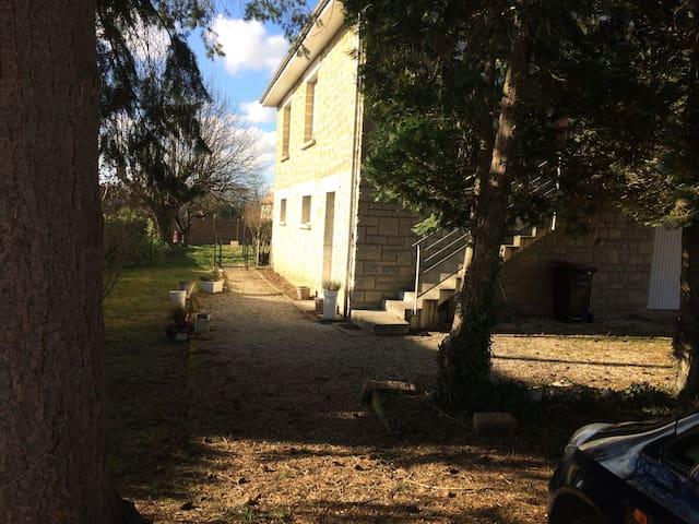 Sunshine Studio Apartment - Saint-Pantaléon-de-Larche - Daire