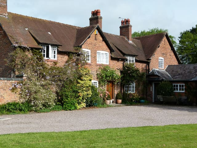 Beautiful Country House - Hetherson Green - Maison