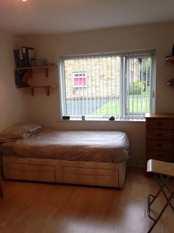 Spacious Single Room in Shared Flat - 맨체스터(Manchester) - 아파트