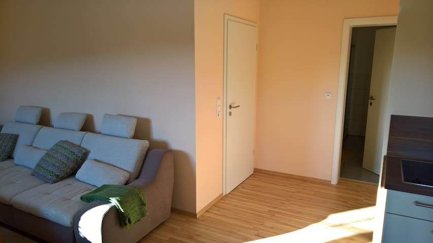 Quiet, comfy and friendly with good infrastucture - Bessenbach - Leilighet