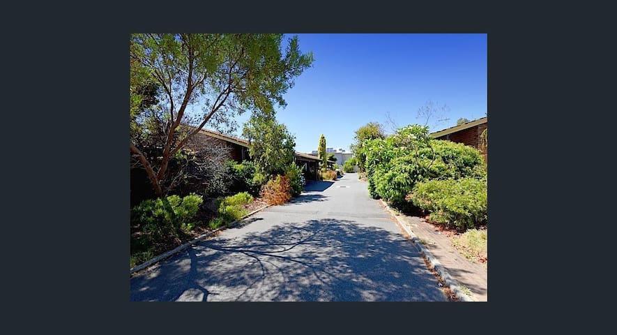 Private Room in a Beautiful Sunny Villa - Scarborough - Villa