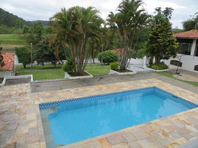 Quest Charm House - Guararema