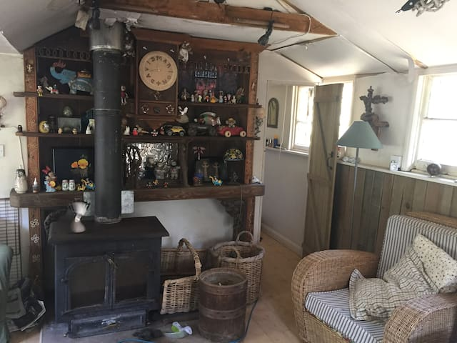 Holly Cabin, magical, rustic cabin in the woods - Box Hill - Stuga