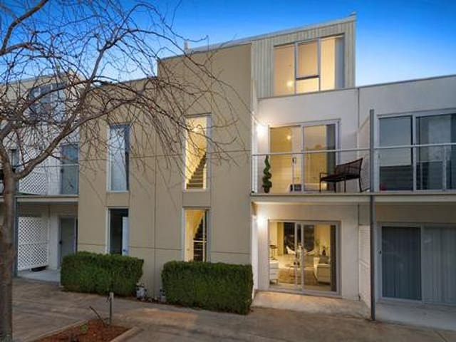 In the Centre of Box Hill - Box Hill - Apartament