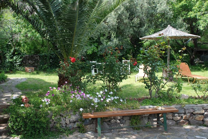 Evas Garden Studio - Mithimna
