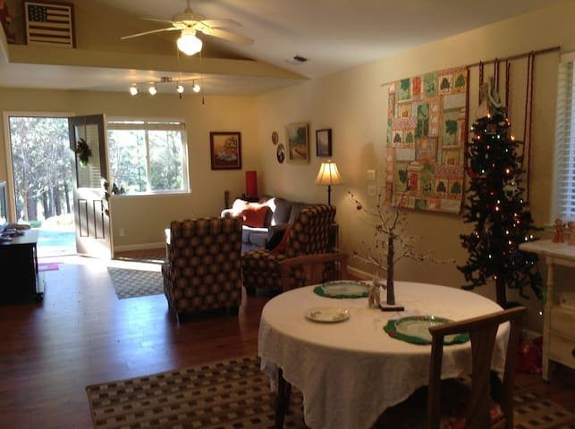 The Family Farm Cottage - Grass Valley