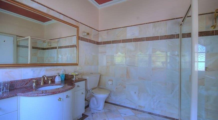 Jacaranda Room at Melville House B&B - East Lismore - Lägenhet