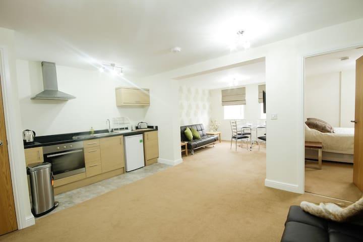 Luxury Apt close to City Centre & M1/M62 motorways - Wakefield - Apartmen