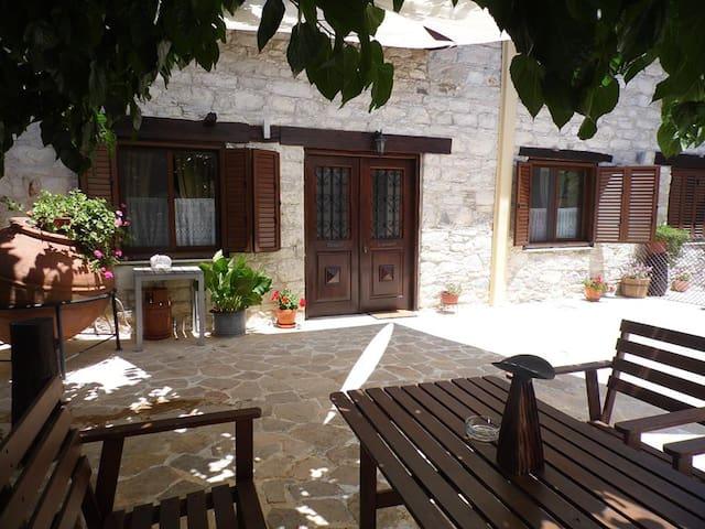 2b Hunter's House Heritage Village Cottage TL081 - Trimiklini - Hus