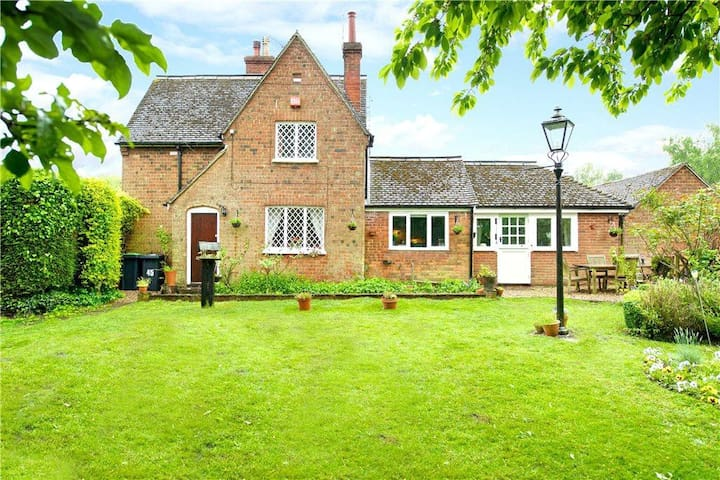 Stunning House in the Countryside - Husborne Crawley