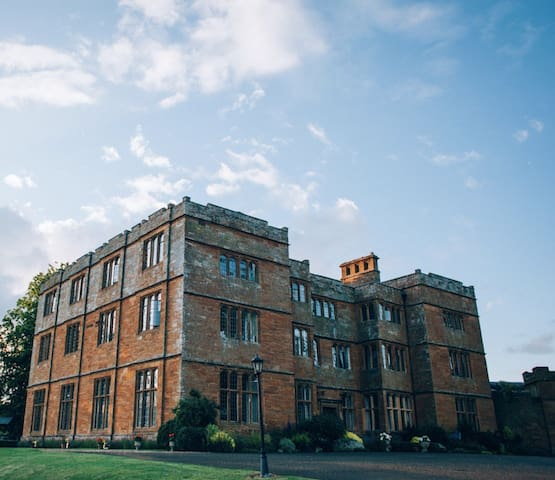 Double Room within Spacious Wing of Jacobean Hall - Brockhall - Ev