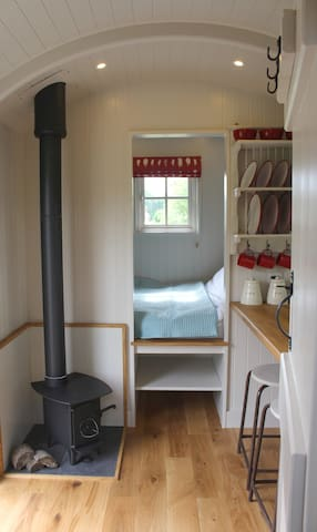 Bespoke, handcrafted Shepherds Hut in rural fields - Bethersden - Baraka