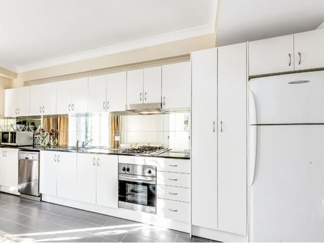 VIBRANT apartment in the heart of the city - Chippendale - Apartemen
