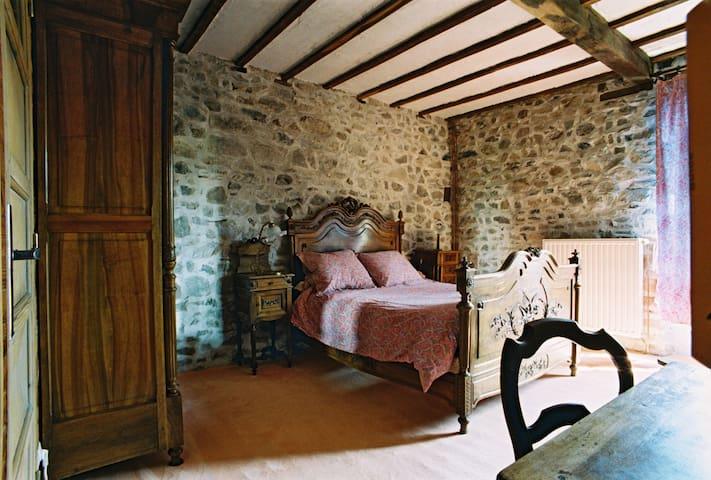 Chambre Grimm - Saint-Marcel-d'Urfé - Bed & Breakfast