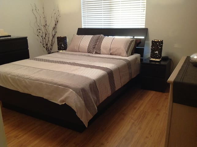 Caring family, 2 large bedrooms - Pearsall - Hus