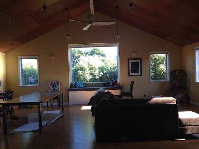 Comfortable 3 bedroom home - Carterton - Casa