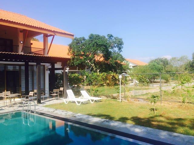 5 modern lake front villas - Thissa - Villa