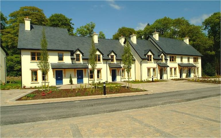 Fota Island Resort 2 Bed Standard Courtyard, Fota Island Resort, Cork, Sleeps 4 - Fota Island - House