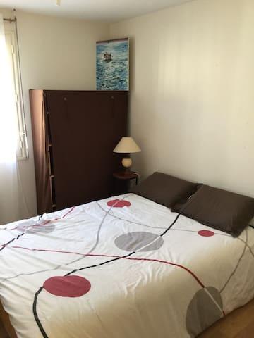 Simplicité d'une chambre lit double - Beaupreau - Haus