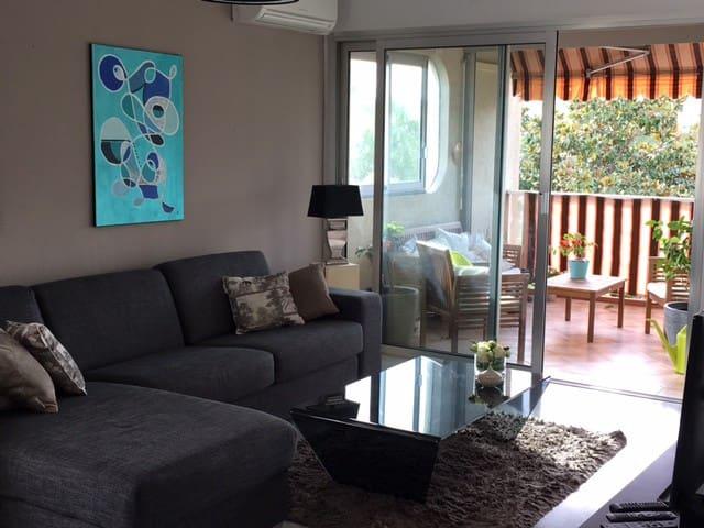 Au calme, décoration moderne et parking privée - Antibes - Appartement en résidence